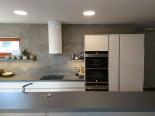 betonová kuchyň
