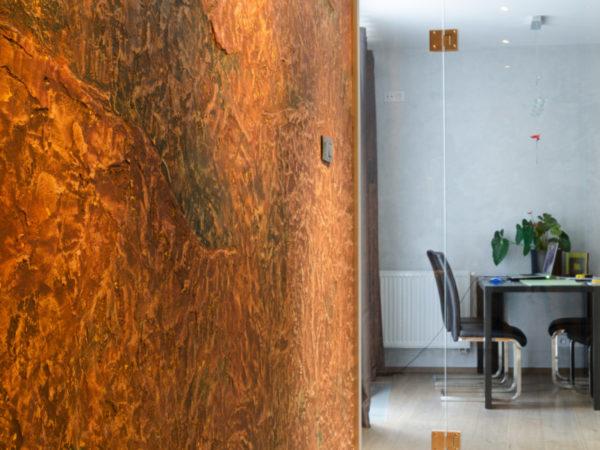 antická zemina zútulní i vstupní prostor do bytu