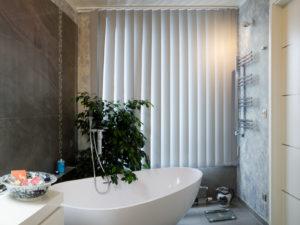 výmalba koupelny v šedomodré barvě