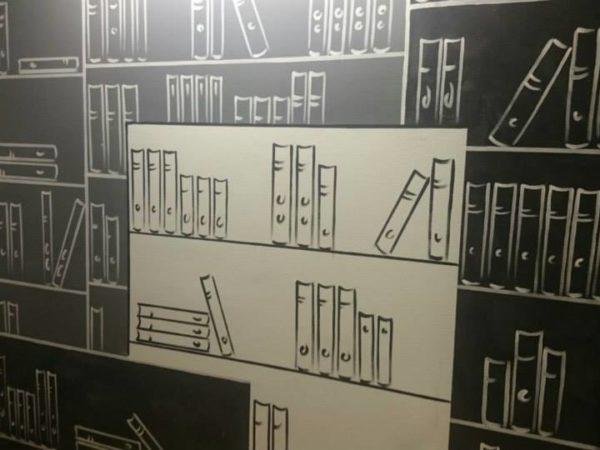nástěnná malba knihovny v zasedací místnosti