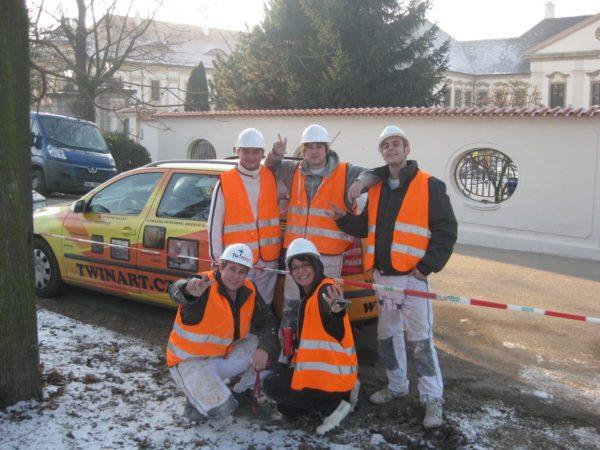 twinart a jeho tým malířů a tapetářů